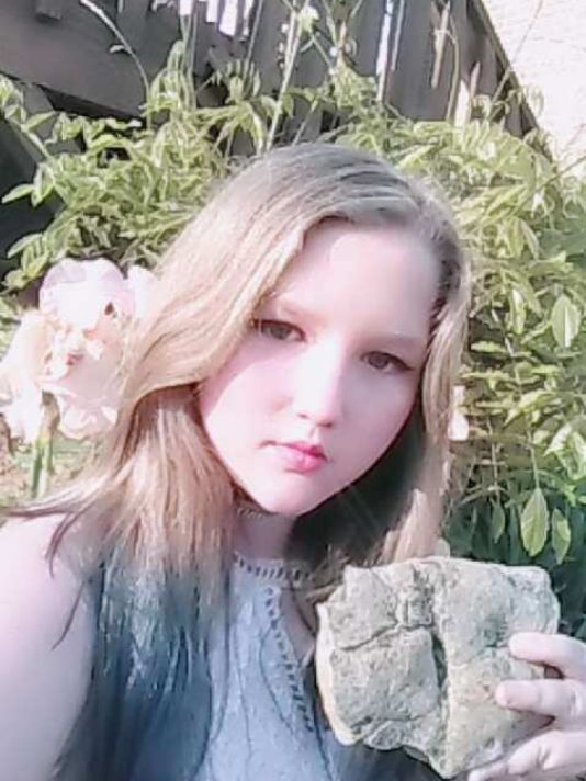 Ryleigh Taylor, 11, poses with the fossil she discovered. (Photo: Tammy Taylor)