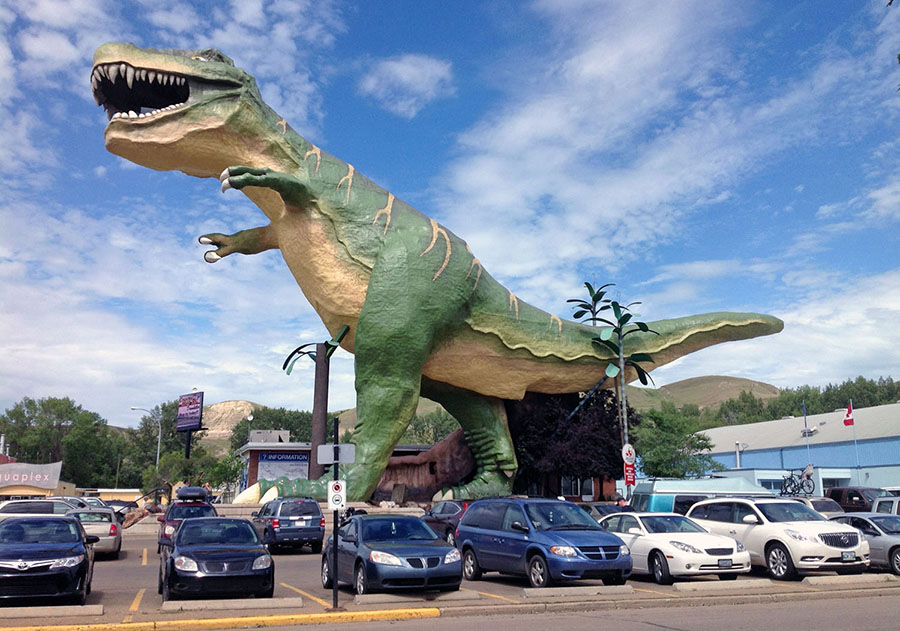 "The ""world's largest dinosaur"" stands in Drumheller, Alberta. #  CC BY-SA Milorad Dimić"
