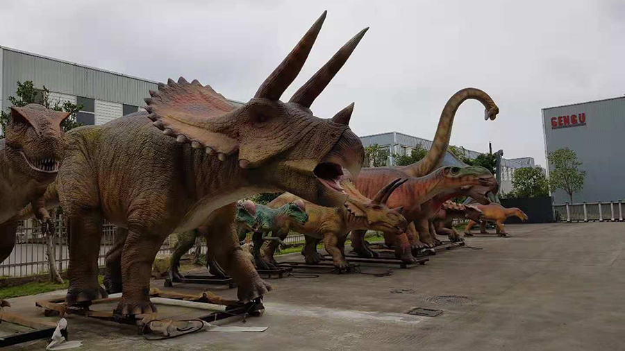 Animatronic dinosaur replicas in all forms and sizes on display outside Gengu Dinosaurs' factory in Zigong City. /CGTN Photo