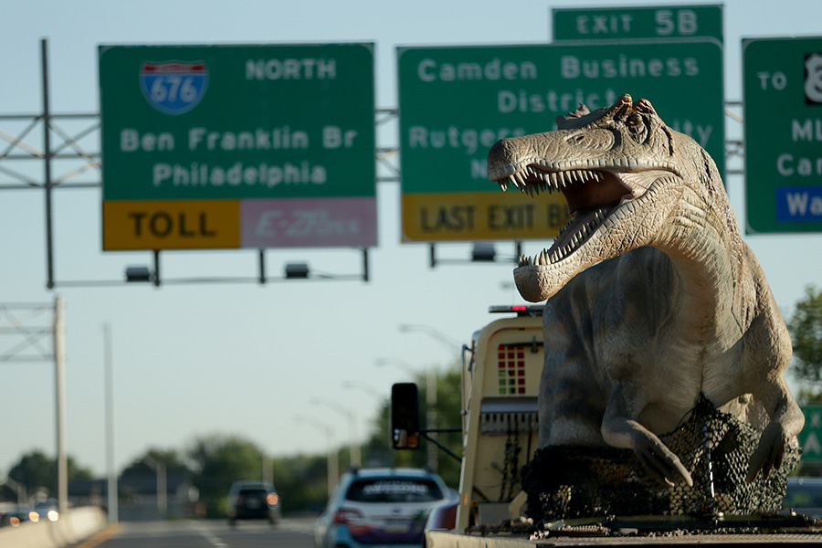 Jurassic Parkway: A 45-foot-long dinosaur crosses the Ben Franklin Bridge into Philadelphia. DAVID MAIALETTI / STAFF PHOTOGRAPHER